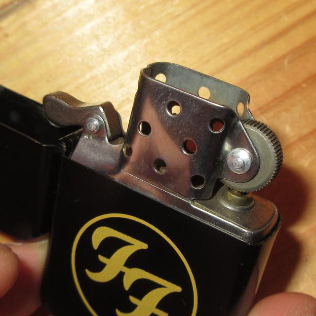 画像2: 【店頭引取りのみ】FOO FIGHTERS フーファイターズ touchlite ZIPPOタイプ ライター 00's / 170426